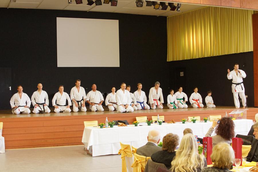 Jürgen eröffnet die Präsentation zum Ehrungsempfang